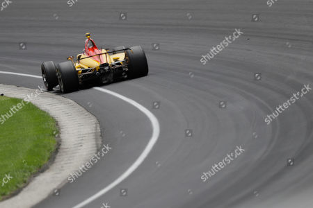 Ryan Hunter-Reay drives through the first turn during the Indianapolis 500 IndyCar auto race at Indianapolis Motor Speedway, in Indianapolis