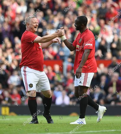 Louis Saha of Manchester United celebrates with David May after scoring his side's fourth goal