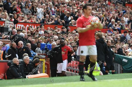 Andy Cole of Manchester United is substituted