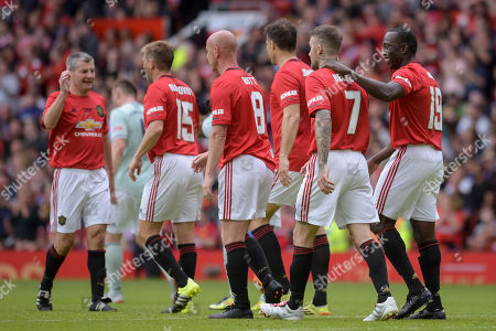 Manchester United players celebrate as Dwight Yorke scores the second goal of the game