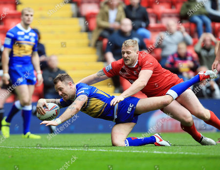 Richie Myler of Leeds Rhinos scores his teams fifth try of the game