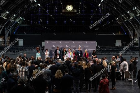 Manchester, UK. L-R winners Claire Fox (Brexit Party), Theresa Griffin (Labour Party), Henrik Nielsen (Brexit Party), GINA DOWDING (Green Party), Chris Davies (Liberal Democrats), JULIE WARD (Labour Party), David Bull (Brexit Party), Jane Brophy (Liberal Democrats)