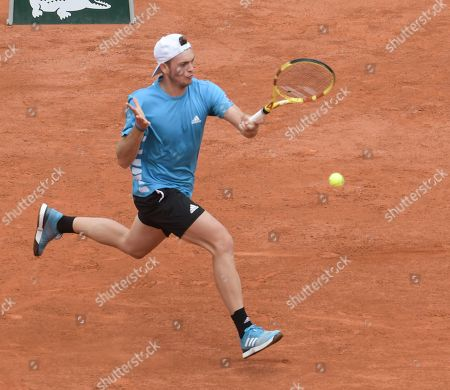 Maximilian Marterer (GER) loses to Stefanos Tsitsipas (GRE) 6-2, 7-6(4), at the French Open being played at Roland-Garros in Paris,. ©Karla Kinne/Tennisclix 2019/Karla Kinne/Tennisclix/CSM