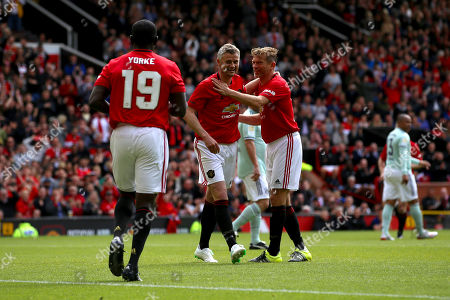 Dwight Yorke, Ole Gunnar Solskjaer and Jesper Blomqvist celebrate Manchester United taking the lead