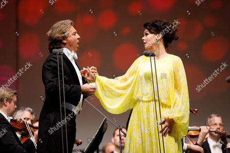 Opera Singer Aleksandra Kurzak (R) and Opera singer Roberto Alagna (L) perform onstage during a concert outside the opera house in Vienna, Austria, 26 May 2019. The Jubilee concert outside the opera is free for all and features ensemble singers, international guest artists, the orchestra and chorus of the Wiener Staatsoper under conductor Marco Armiliato.