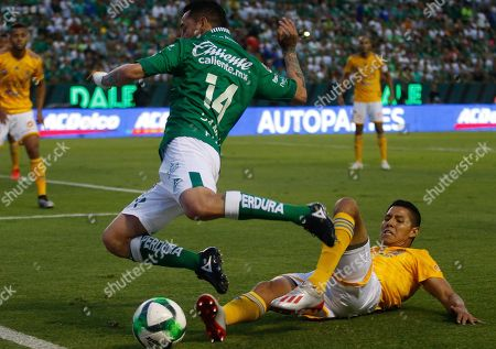 Rubens Sambueza (L) of Leon in action against Hugo Ayala (R) of Tigres UANL during the Clausura Tournament finals soccer match between Leon and Tigres UANL, at the Leon Stadium, in Leon, Guanajuato state, Mexico, 26 May 2019.