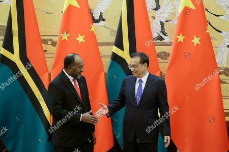 Vanuatu Prime Minister Charlot Salwai (L) and Chinese Premier Li Keqiang (R) shake hands during a signing ceremony at the Great Hall of the People in Beijing, China, 27 May 2019.