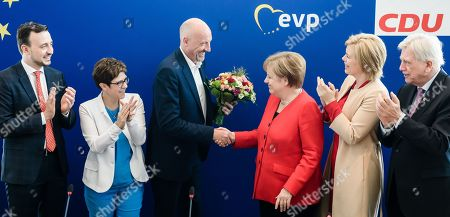 Christian Democratic Party (CDU) top candidate for the regional election in the German federal state of the city Bremen, Carsten Meyer-Heder (3-L) shakes hands with German Chancellor Angela Merkel (3-R) as he receives flowers, next to Secretary General Paul Ziemiak (L), Christian Democratic Union (CDU) party chairwoman Annegret Kramp-Karrenbauer (2-L), German Minister of Food and Agriculture and deputy leader Julia Kloeckner (2-R) and Premier of Hesse and deputy leader Volker Bouffier (R) at the beginning of a CDU board meeting following the European Parliament election and the regional election for the German federal state of Bremen in Berlin, Germany, 27 May 2019. The European Parliament election was held by member countries of the European Union (EU) from 23 to 26 May 2019. The German Christian Democrats suffered from losses.