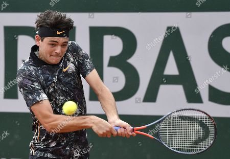 Taylor Fritz of the USA plays Bernard Tomic of Australia during their men?s first round match during the French Open tennis tournament at Roland Garros in Paris, France, 28 May 2019.