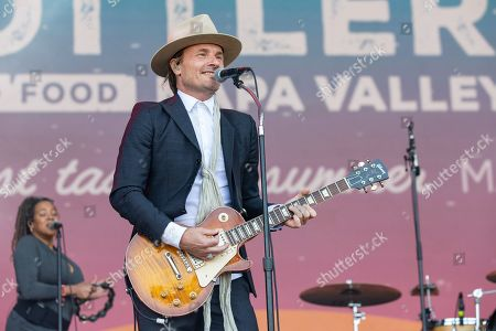 Stock Picture of Vintage Trouble - Nalle Colt
