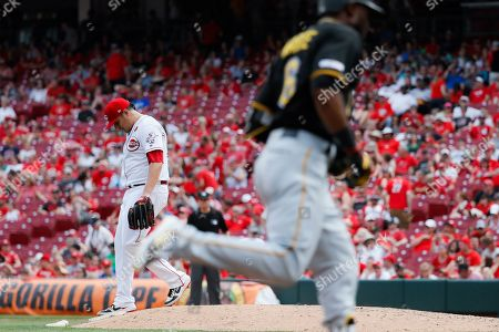 David Hernandez, Starling Marte. Cincinnati Reds relief pitcher David Hernandez, left, walks the mound after giving up a two-run home run to Pittsburgh Pirates' Starling Marte, right, in the eighth inning during the first baseball game of a doubleheader, in Columbus