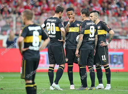 27.05.2019, Football Relegation 2018/2019, 2nd leg, 1. FC Union Berlin - VfB Stuttgart, stadium An Alten Foersterei Berlin. (L) Santiago Ascacibar (Stuttgart), Christian Gentner (Stuttgart), Dennis Aogo (Stuttgart), Steven Zuber (Stuttgart), Anastasios Donis (Stuttgart)