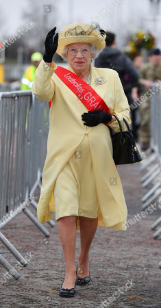 Royal Lookalike Queen - Patricia Ford - Opening Day Of The Random Health Grand National Meeting At Aintree Racecourse Aintree Merseyside.- 12/4/18.
