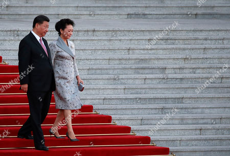 Chinese President Xi Jinping (L) and his wife Peng Liyuan (R) arrive for a welcome ceremony for Nigerien President Mahamadou Issoufou at the Great Hall of the People in Beijing, China 28 May 2019.