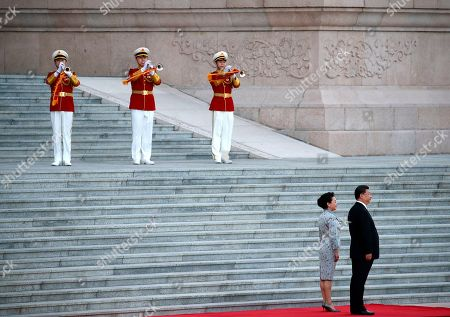 Chinese President Xi Jinping (R) and his wife Peng Liyuan (2-R) wait for Nigerien President Mahamadou Issoufou to arrive during a welcome ceremony at the Great Hall of the People in Beijing, China, 28 May 2019.