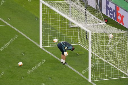 Chelsea goalkeeper Robert Green ducks as four footballs are hit towards him during a soccer training session at the Olympic stadium in Baku, Azerbaijan, . English Premier League teams Arsenal and Chelsea are preparing for the Europa League Final soccer match that takes place in Baku on Wednesday night