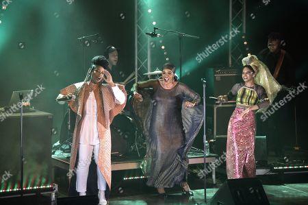 """""""Les Amazones d'Afrique"""" (composed of Fafa Ruffino, Mamani Keita et Niariu)"""