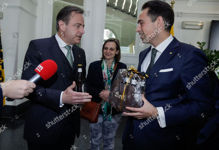 Bart De Wever, (L) New Flemish Alliance (Nieuw-Vlaamse Alliantie, N-VA) party leader, leader of first party of Flemish part of Belgium and chairman of Vlaams Belang party Tom Van Grieken (R) exchange beers as a gift after a meeting at the Flemish Parliament in Brussels, Belgium, 29 May 2019. The Vlaams Belang party came in second in Flanders region, while the mainstream N-VA party won. Elsewhere, the French-speaking Wallonia region and Brussels saw Socialists and Green party as winners.