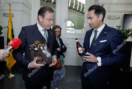 Bart De Wever, (L) New Flemish Alliance (Nieuw-Vlaamse Alliantie, N-VA) party leader and leader of first party of Flemish part of Belgium and chairman of Vlaams Belang party Tom Van Grieken (R) exchange beers as a gift after a meeting at the Flemish Parliament in Brussels, Belgium, 29 May 2019. The Vlaams Belang party came in second in Flanders region, while the mainstream N-VA party won. Elsewhere, the French-speaking Wallonia region and Brussels saw Socialists and Green party as winners.