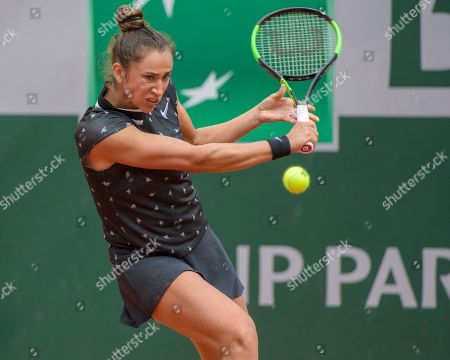 Sara Sorribes Tormo (ESP) in action against Sloane Stephens (USA) .