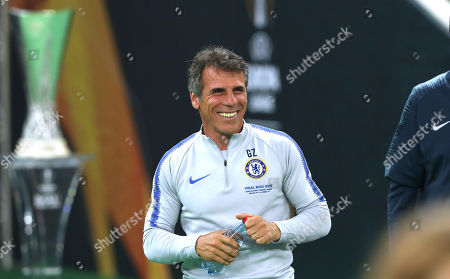 Coach Gianfranco Zola of Chelsea