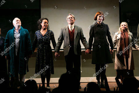 Jim Norton (Norman), Rosalind Eleazar (Angela), Matthew Broderick (Mark), Elizabeth McGovern (Anne) and Sinead Matthews (Doris) during the curtain call