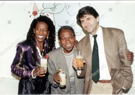 Stock Image of Actor Tom Conti 1990 Judith Jacob Norman Beaton Tom Conti (right) Tuesday June 12th Is Drinkwise Day 1990 Which Aims To Encourage The General Public To Look At Their Drinking Habits And Consider Healthy Drinking Choices. Drinkwise Day And The Campaign Longer-term Is Organised By The Health Education Authority In Association With Alcohol Concern. Hundreds Of Local Groups Across The Country Will Be Organising Events Like Fun-runs Low And No-alcohol Drinks Tastings (pictured) And Competitions....actor