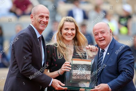 Guy Forget, Tournament director, Lucie Safarova and Bernard Giudicelli, President of the French Tennis Federation pose with the trophy at her retirement ceremony