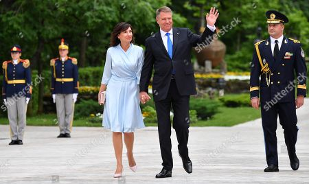 Romanian President Klaus Werner Iohannis (2-R) and his wife Carmen Georgeta Lazurca (L) arrive for a welcome ceremony with Pope Francis at the Cotroceni Presidential Palace in Bucharest, Romania, 31 May 2019. Pope Francis is on a three-day visit to Romania from 31 May to 02 June 2019. The pontiff visit takes place 20 years after Pope St. John Paul II's historic visit to Romania, having the motto 'Let's Walk Together'.