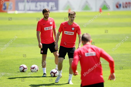 Polish national soccer team players Krzysztof Piatek (C) and Bartosz Bereszynski (L) attend a team's training session in Warsaw, Poland, 31 May 2019. Poland will face North Macedonia in their UEFA EURO 2020 Group G qualifying soccer match on 07 June in Skopje.