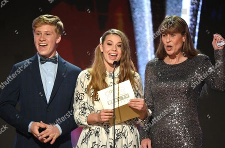 Robert Irwin, Bindi Irwin and Terri Irwin
