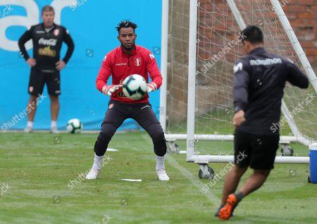Peru's national soccer team player Carlos Caceda (C) participates in a training session to prepare for the 2019 Brazil Copa America, at the Videna sports complex, in Lima, Peru, 31 May 2019. Copa America will start in Brazil on 14 June 2019.