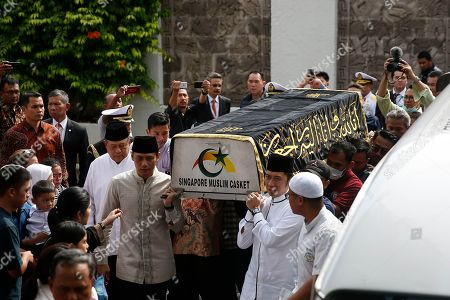 Former Indonesian President Susilo Bambang Yudhoyono (2-L) accompanies his sons Agus Harimurti Yudhoyono (C-L) and Edhie Baskoro Yudhoyono (front,2-R) as they carry a casket containing the body of former Indonesian First Lady Ani Yudhoyono at the Indonesian embassy building in Singapore, 01 June 2019. The wife of former Indonesian President Susilo Bambang Yudhoyono passed away on 01 June 2019 aged 66 at the National University Hospital after losing her battle with blood cancer.