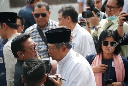 Former Indonesian President Susilo Bambang Yudhoyono (C)  is seen greeting mourners  at the Indonesian embassy building in Singapore, 01 June 2019. The wife of former Indonesian President Susilo Bambang Yudhoyono passed away on 01 June 2019 aged 66 at the National University Hospital after losing her battle with blood cancer.