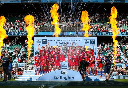 Brad Barritt (Captain) of Saracens lifts the trophy after victory