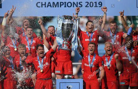 Brad Barritt of Saracens and Owen Farrell of Saracens celebrate winning the 2019 Gallagher Premiership Final