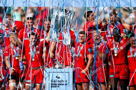 Brad Barritt and Owen Farrell lift the trophy during celebrations after Saracens win 34-37 to lift the Premiership trophy