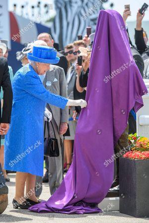 Queen Elizabeth II unveiling a statue of Lester Piggott