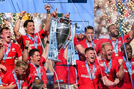 Brad Barritt of Saracens and Owen Farrell of Saracens lift the Gallagher Premiership Rugby Trophy after the final whistle of the match