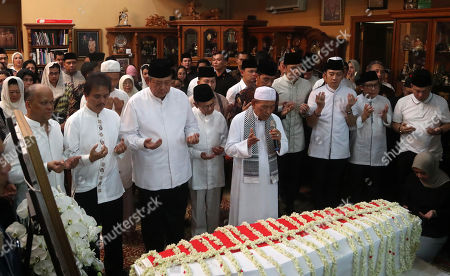 Former Indonesian President Susilo Bambang Yudhoyono (3-L) prays infront of his wife. Kristiani Yudhoyono's coffin accompanied by Indonesian President, Joko Widodo (5-R), Former Indonesian President, BJ Habibie (4-L) at Susilo ambang Yudhoyono resident in Cikeas, West Java, Indonesia, 01 June 2019. The wife of former Indonesian President Susilo Bambang Yudhoyono passed away on 01 June 2019 aged 66 at the National University Hospital after losing her battle with blood cancer.