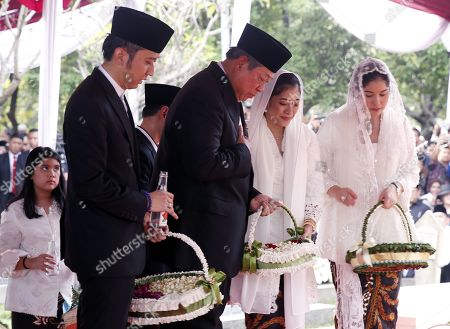 Stock Image of Former Indonesian president Susilo Bambang Yudhoyono (C) accompanied by sons and daughters lay flowers during his wife Kristiani Yudhoyono funeral ceremony at the National Hero cemetery in Jakarta, Indonesia, 02 June 2019. Ani Yudhoyono, the wife of former Indonesian President Susilo Bambang Yudhoyono, passed away on 01 June 2019, aged 66, at the National University Hospital in Singapore after losing her battle with blood cancer.
