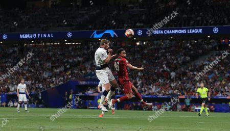 Trent Alex-Arnold of Liverpool battles with Jan Vertonghen of Tottenham Hotspur