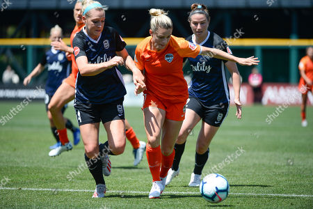 KEALIA OHAI (7) and MORGAN PROFFITT (14) battle for the ball as the Houston Dash take on the Reign FC in a NWSL match at Cheney Stadium in Tacoma, WA. © Jeff Halstead / CSM