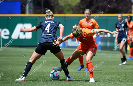 The Reign's MEGAN OYSTER (4) defends against KEALIA OHAI (7) as the Houston Dash take on the Reign FC in a NWSL match at Cheney Stadium in Tacoma, WA. © Jeff Halstead / CSM
