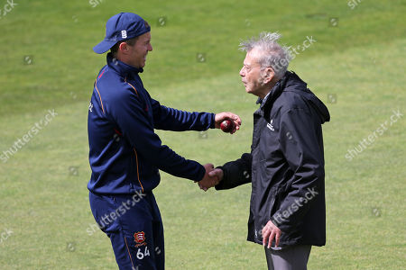 Dickie Bird speaks to Essex bowler Peter Siddle ahead of Yorkshire CCC vs Essex CCC, Specsavers County Championship Division 1 Cricket at Emerald Headingley Cricket Ground on 3rd June 2019