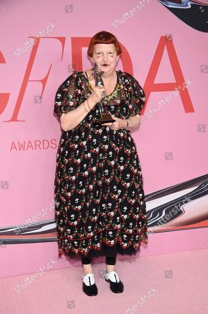 Lynn Yaeger poses in the winner's walk with the Media award in honor of Eugeina Sheppard at the CFDA Fashion Awards at the Brooklyn Museum, in New York