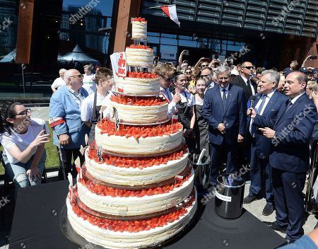Bronislaw Komorowski, Aleksander Kwasniewski. Former Polish presidents Bronislaw Komorowski,center, and Aleksander Kwasniewski,second right, cut a cake, during celebrations marking the 30th anniversary of the first free democratic parliamentary election in Poland that marked the end of the communist rule, near the European Solidarity Centre in Gdansk, Poland
