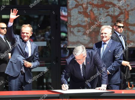 Bronislaw Komorowski, Donald Tusk, Aleksander Kwasniewski. Poland's opposition politicians, including former presidents Bronislaw Komorowski, center, and Aleksander Kwasniewski,right, along with European Council head Donald Tusk, who was Poland's prime minister, right, signs the declaration of freedom and solidarity as they celebrate 30 years since parliamentary elections that ousted communists from power, in Gdansk, Poland