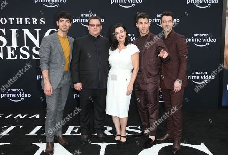 Joe Jonas, Paul Kevin Jonas, Sr., Denise Miller-Jonas, Nick Jonas, Kevin Jonas
