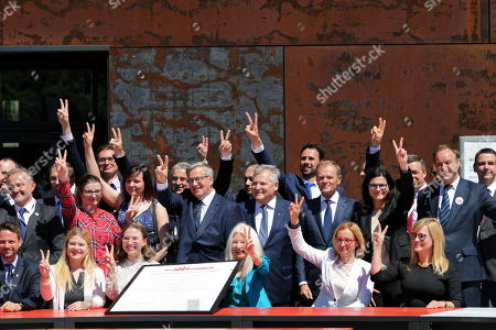 Former Polish presidents Bronislaw Komorowski (C-L) and Aleksander Kwasniewski (C), President of the European Council Donald Tusk (C-R) and President of the City of Gdansk Aleksandra Dulkiewicz (R) gesture during the proclamation of the 'Declaration of Freedom and Solidarity' in front of the Monument to the Fallen Shipyard Workers of 1970 at Solidarity Square in Gdansk, Poland, 04 June 2019. Poland celebrates the 30th anniversary of the country's first partially-free parliamentary elections since WWII.